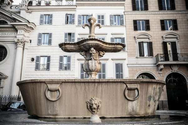 fountain at Piazza Farnese